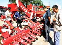 农民购买农机享补贴得实惠