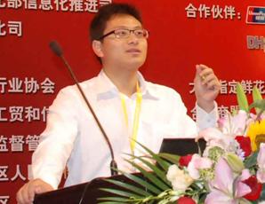 易展營銷總監謝首軍發表演講