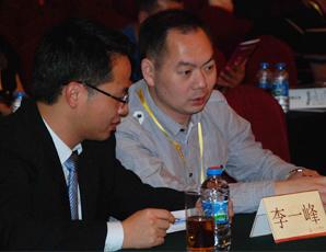 易展CEO與參會嘉賓親切交談